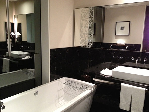 picture of hotel bathroom