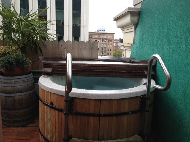 Vintage Plaza hot tub