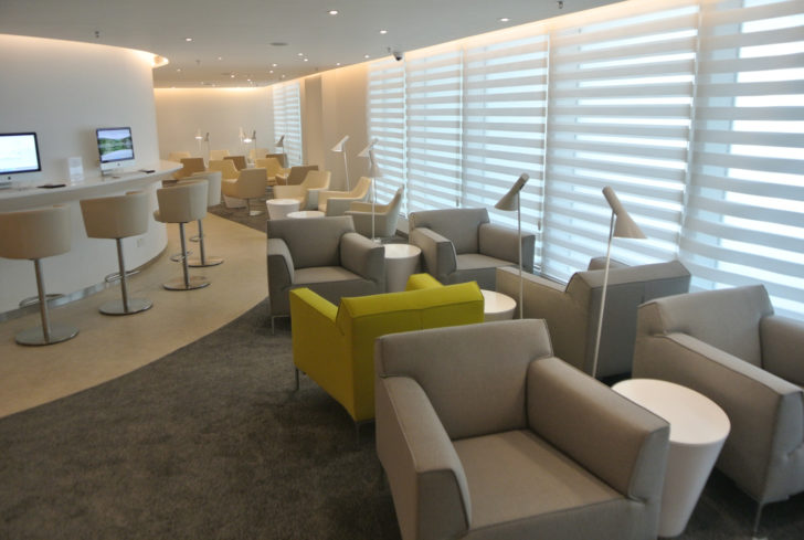 skyteam-exclusive-lounge-work-stations