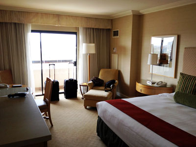 picture of plain hotel room
